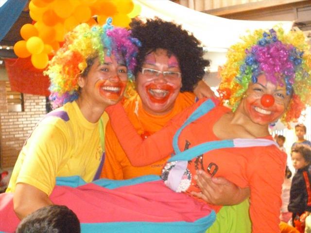 As crianças adoraram a apresentação das palhacinha
