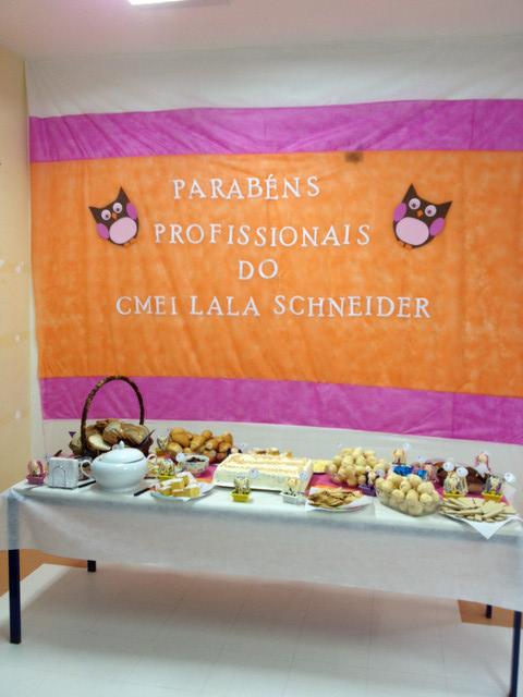 Homenagem do CMEI Lala Schneider a todos os profis