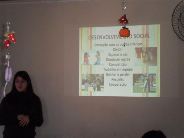 Palestra - A importância dos pais brincarem com seus filhos, com a Psicóloga Vitória Baldissera de Souza da Universidade Federal do Paraná no dia 29/10/2013.