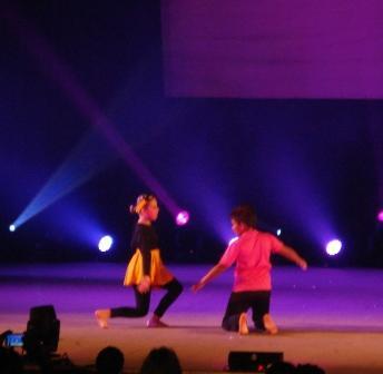 Corpo que dança e brinca de um jeito brasileirinho.