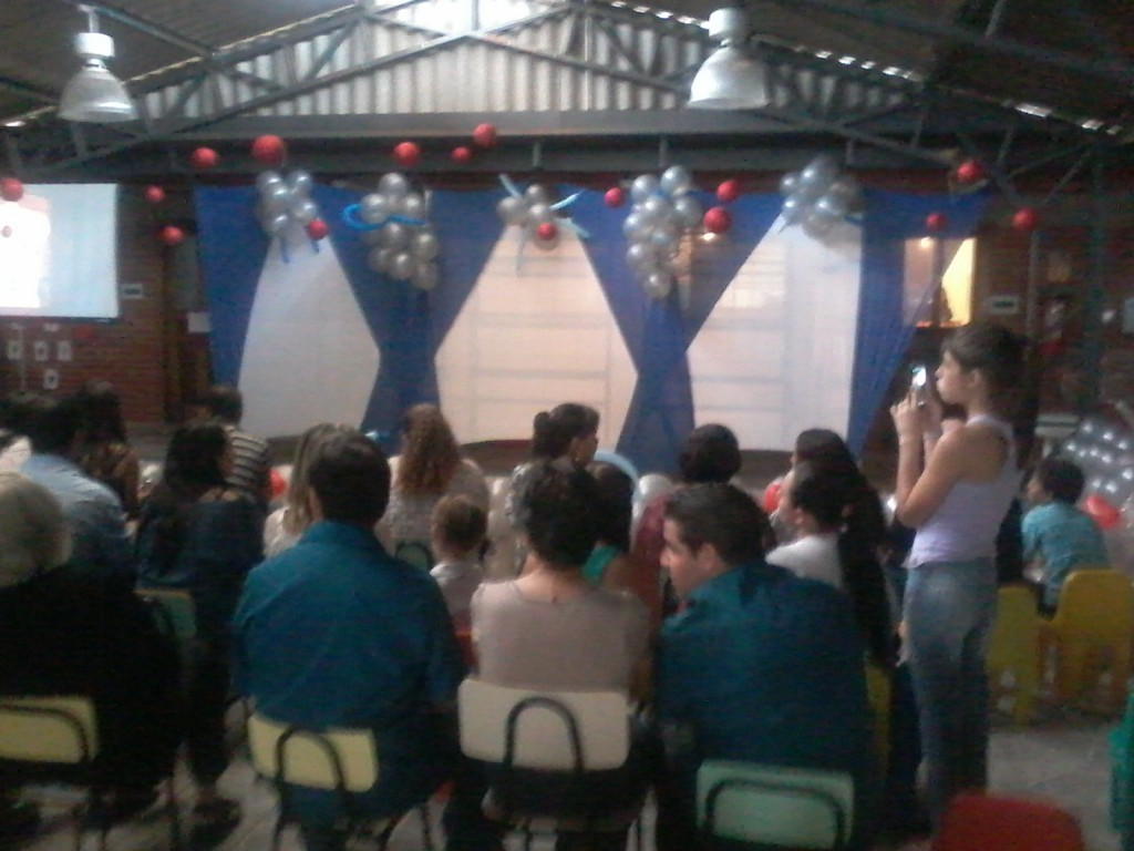 A turma do Pré apresentaram três  musicas e dois haicais de Paulo Leminski .  Os pais ficaram emocionados ao ver seus pequenos com tanta responsabilidade em cada apresentação.  Foi uma despedida maravilhosa da turminha do barulho do Cmei Itamarati de 2013.