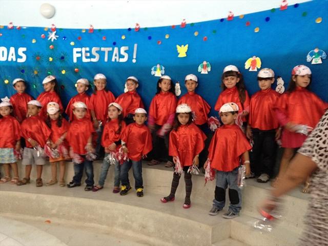 Apresentação de Natal PRÉ E/F Coral com a música Bom Natal