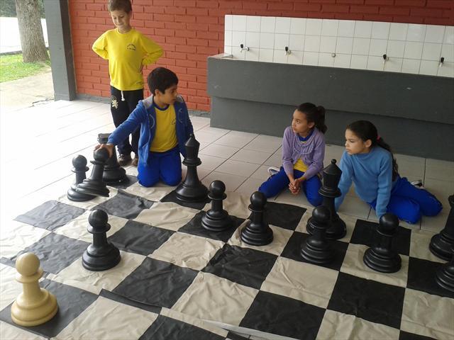 Estudantes da UEI Padre João Cruciani jogam xadrez