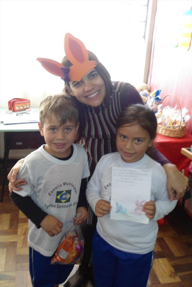 Entrega de ovos da Escola Municipal Ayrton Senna d