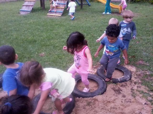 Percurso utilizando pneus.