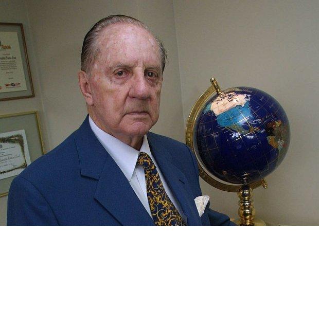 Dr. Hamilton Calderari Leal