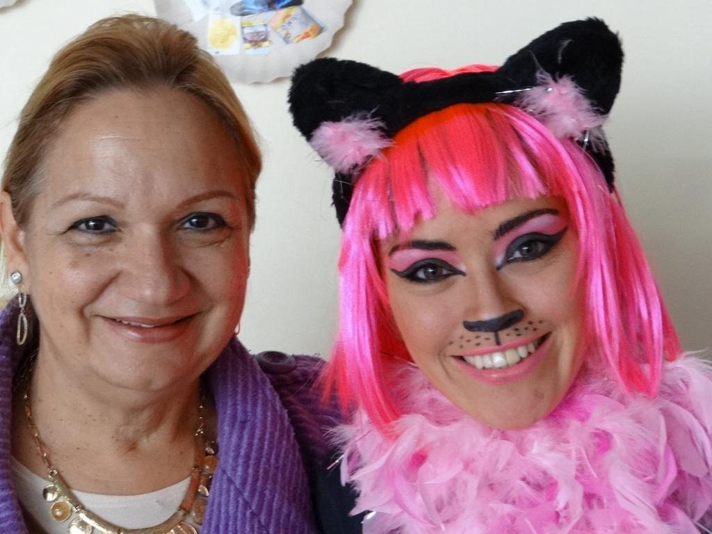 """Lançamento Jornal - Peça """"O mundo dos gatos""""  Pedagoga Neusa Dubinski e a """"Gatinha"""" Nikki (Atriz Sibele Quirino)"""