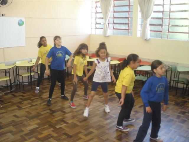 Alunas do Projeto Vem Dançar na Escola