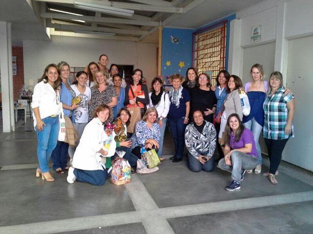 Equipe de professores e funcionários da escola Nympha