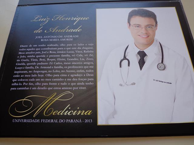 Formando de medicina na UFPR, homenageia E.M. Arapongas