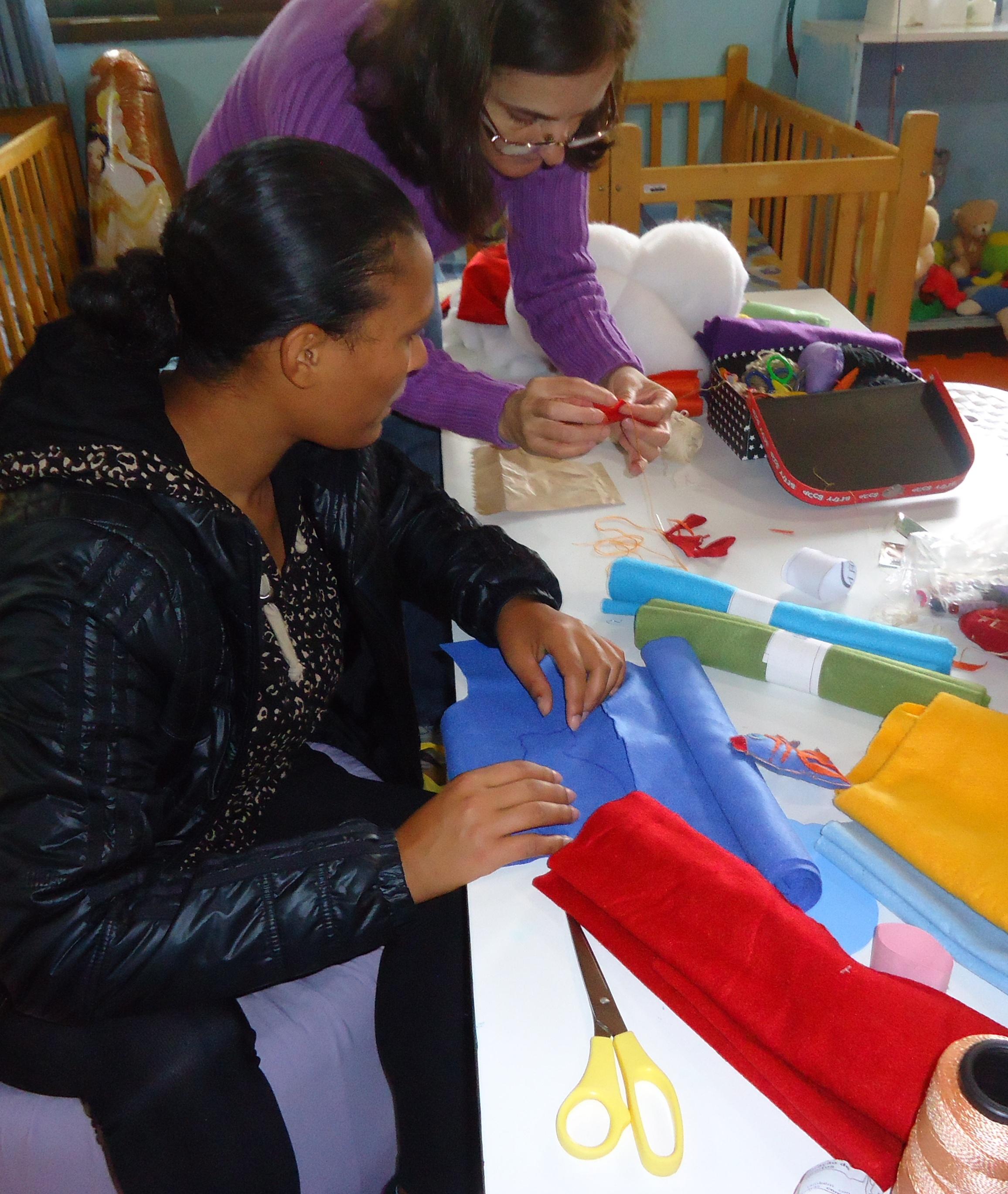 Integração familiar no CMEI!!! Famílias, profissionais e crianças com a mão na massa!!