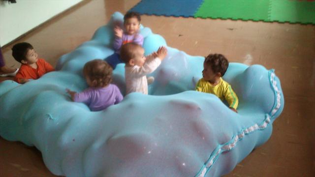 As crianças adoraram essa atividade de movimento em cima da bexiga!