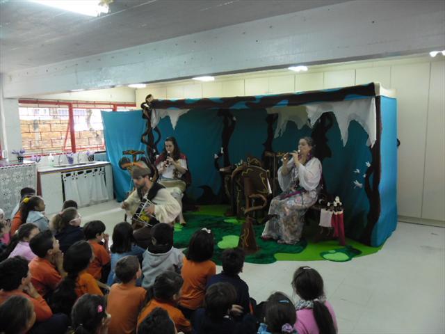 Apresentação do grupo Parabolé Educação e Cultura em nossa escola