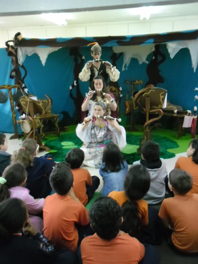 Apresentação do grupo Parabolé Educação e Cultura