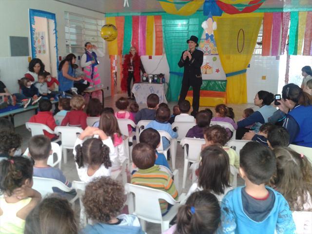 Apresentação do Circo do CMEI Bracatinga 2013