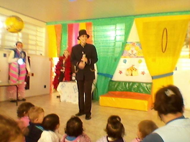 Apresentação do Circo CMEI Bracatinga 05/08/2013