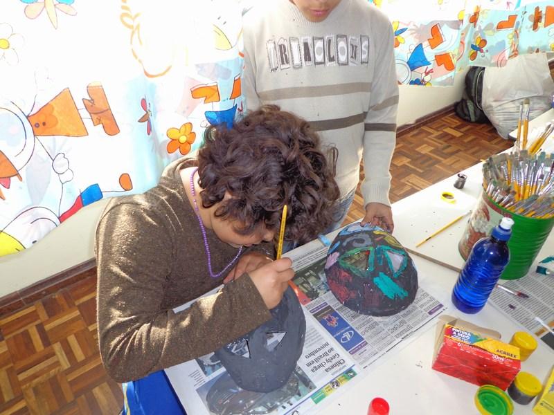 UEI Padre João Cruciani realiza o estudo e confecção de máscaras africanas