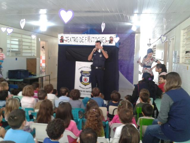 Teatro da Guarda Municipal: segurança e cuidados com a criança