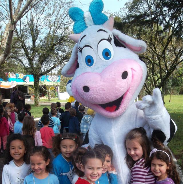 As crianças do Pré do Centro Municipal de Educação Infantil Tapajós, visitaram a Fazendinha Frimesa