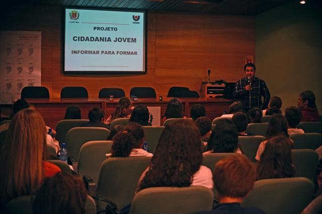 Estudantes da EM Cerro Azul participaram do projeto Cidadania Jovem - Informar para Formar
