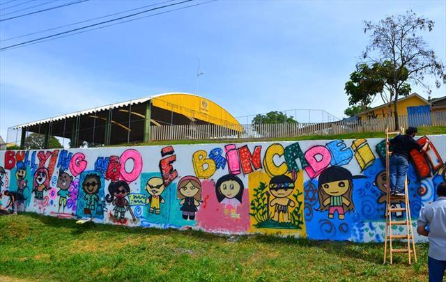 Muros do CEI Augusto C. Sandino ganham grafitagem