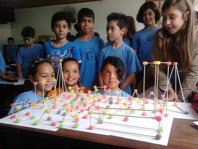 Alunos do 5º ano B estudam sobre poliedros