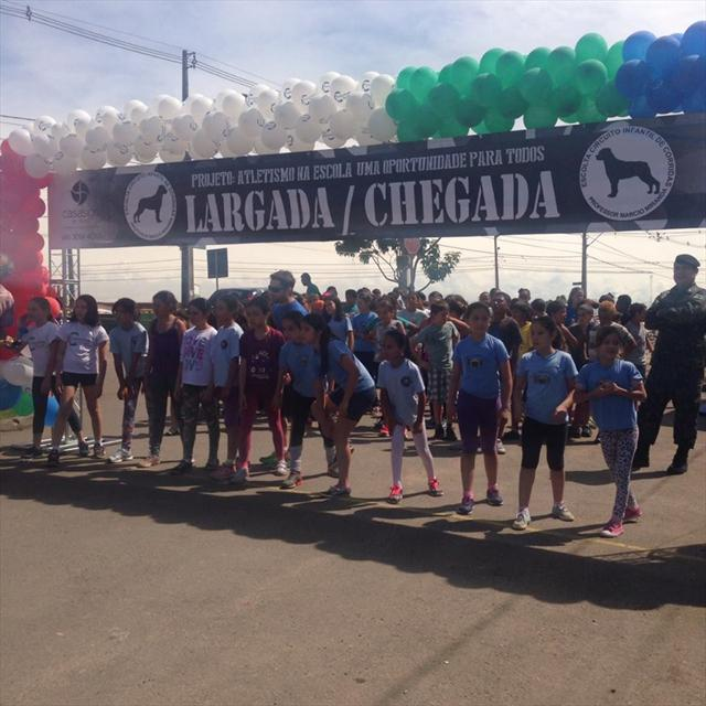 Corrida de rua na ESCOLA MARIA ZEGLIN com grupo ESCOLTA