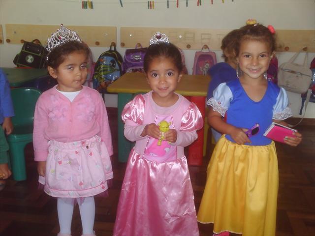 As crianças tiveram uma tarde de muita alegria e diversão.