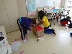 Estudantes criam suas máquinas do tempo.