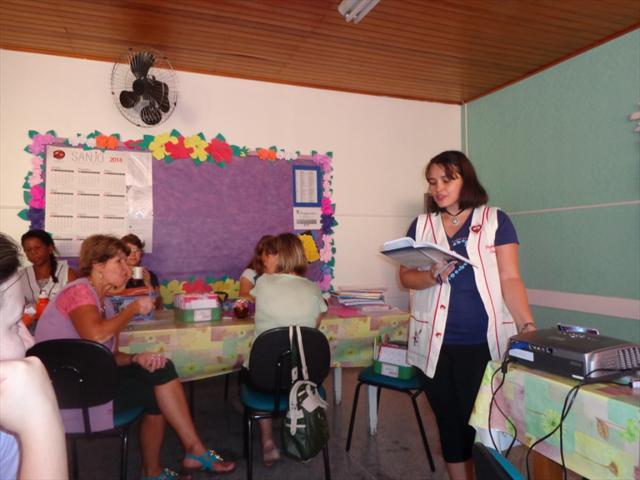 Momento cultural Edelweiss com funcionários e professores