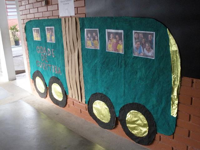 Exposição de trabalhos sobre o aniversário de Curitiba