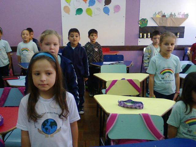 2º ano A cantando hino