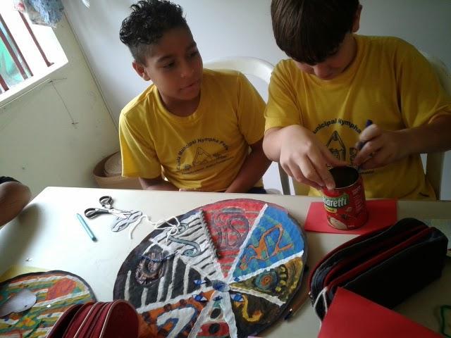 Cores e abstração geométrica inspiram criatividade nas aulas de Arte
