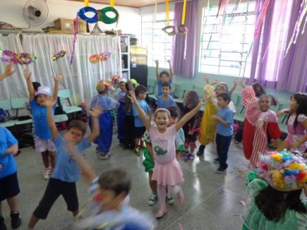 Carnaval nas aulas de Arte