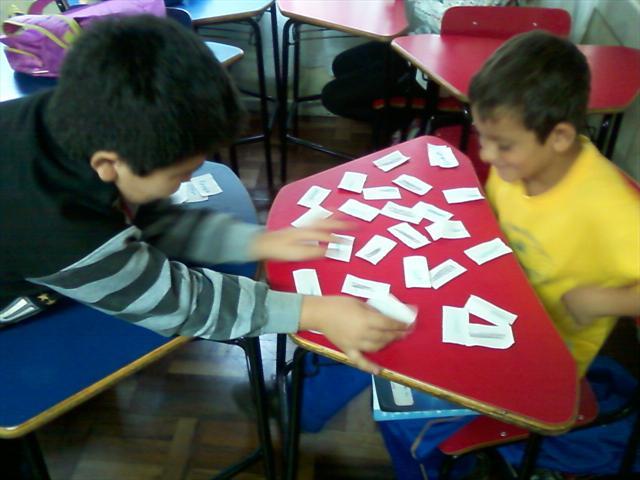 Jogos em sala de aula auxiliam na aprendizagem.