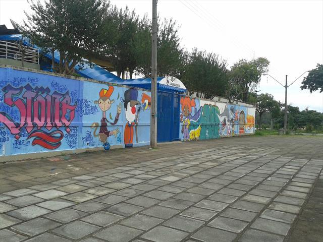 Grafitagem dos muros da Escola Municipal Jaguariaíva