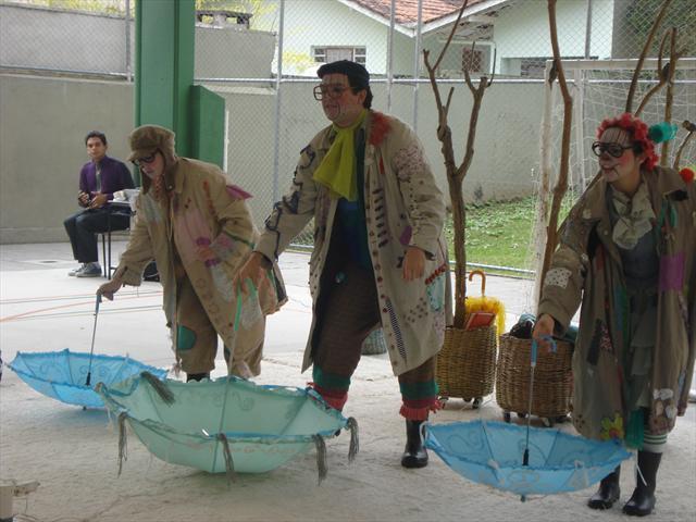 Teatro: Histórias Brincantes de muitos Paizinhos