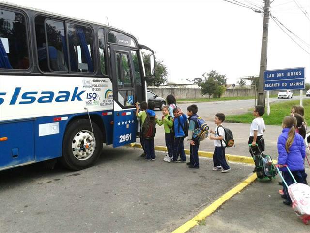 Transporte de estudantes entre a EM Madre Antônia e a UEI Madre Antônia