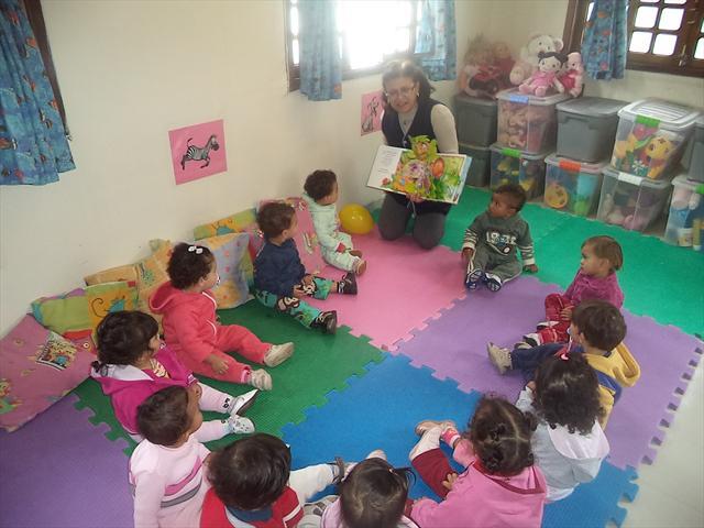 As crianças do BII participam de leitura de história