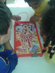Estudantes da UEI utilizam jogos comprados com a v