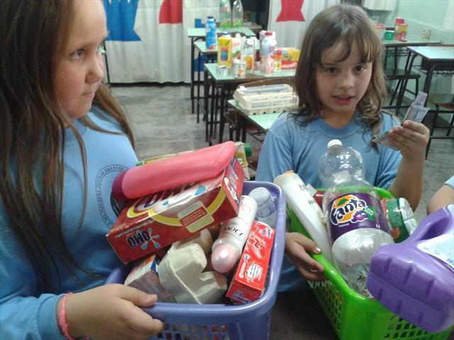 Brincando de compra e venda no supermercado
