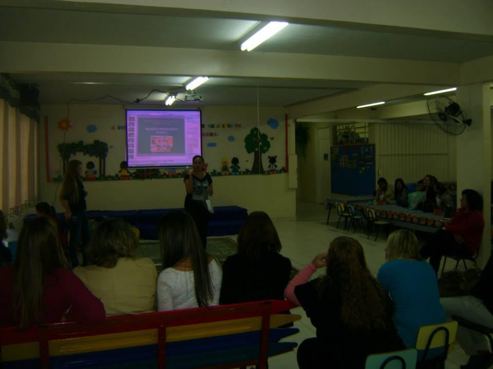 Reunião pedagógica no CMEI Atuba aborda as brincadeiras e os jogos tradicionais