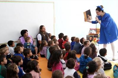Crianças do CMEI Irmã Dulce curtem show de MPB