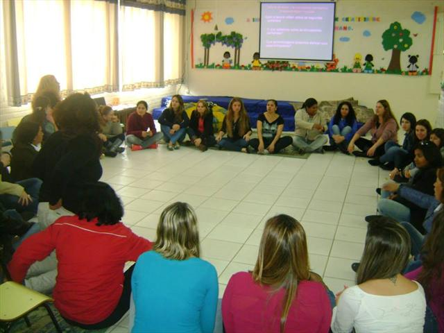 Reunião pedagógica no CMEI Atuba aborda as brincad