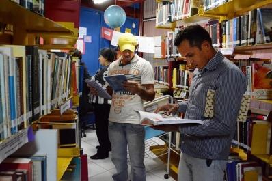 Livros entram na vida de estudantes da EJA