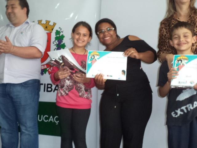 Jornalista Mirim do Projeto Jornal Eletrônico Escolar Extra, Extra! da Escola Municipal CEI David Carneiro é premiada na cerimônia do Tirando de Letra 2015