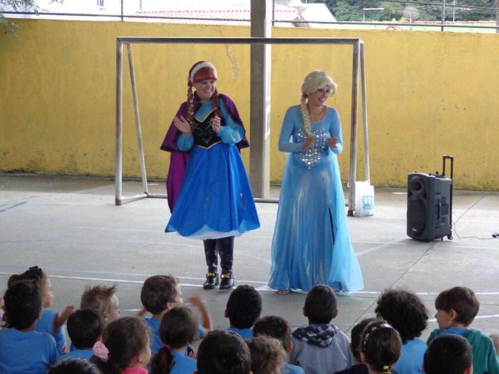 """Apresentação musical """"Frozen"""""""