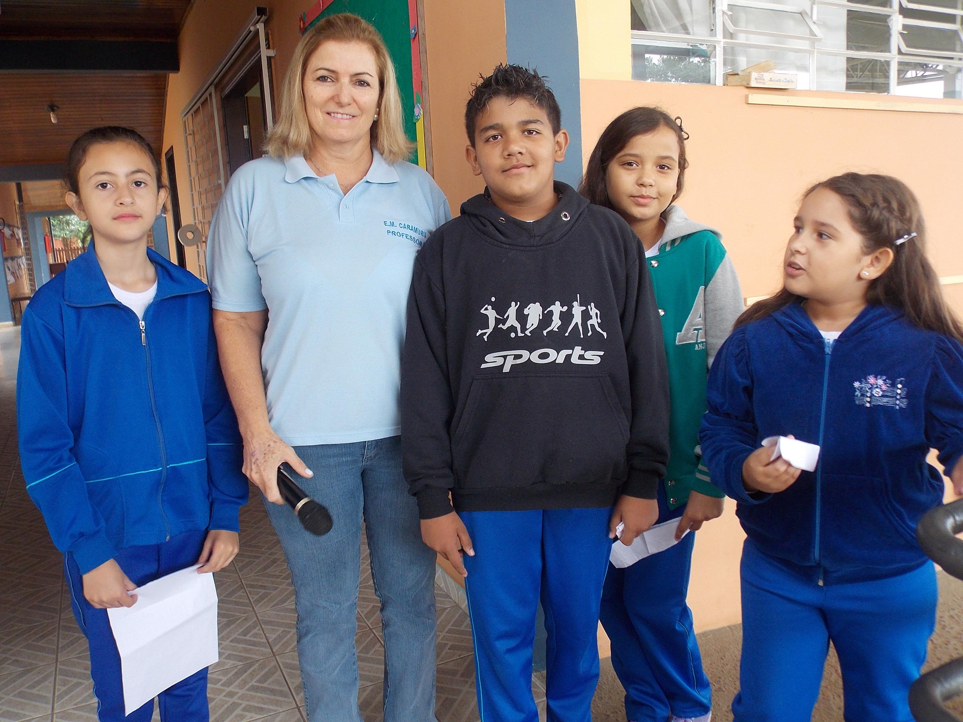 Apresentação dos estudantes com a Professora Norma