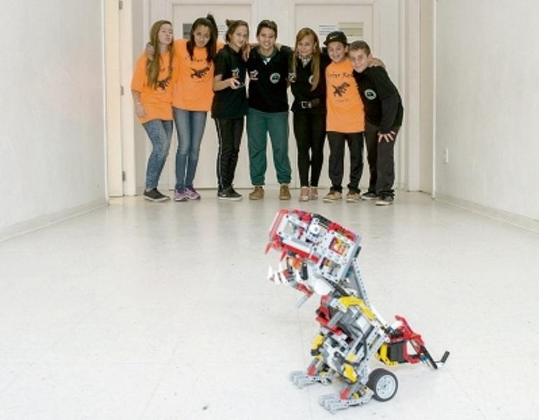 Alunos ganhão campeonato de Robótica.