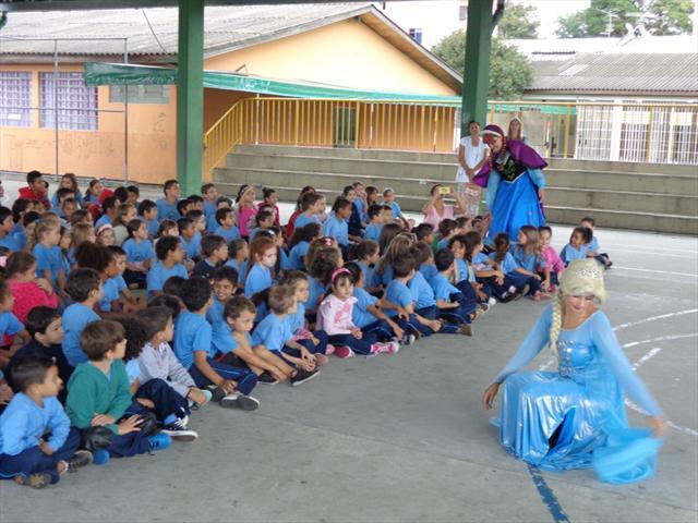 Apresentação do musical Frozen encanta nossos alunos